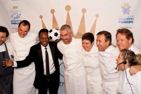 Pelé and the dream team of chefs. From Left to right: Thomas Troisgros (slightly cut), Daniel Humm, Pelé, Alex Atala, Roberta Sudbrack, Daniel Bouloud, Claude Troisgros, and Leticia Krause