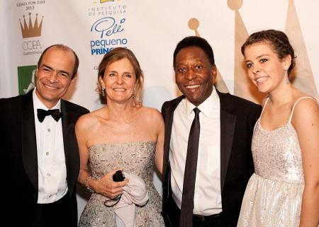 From left to right: Carlos Britto, Belinda Britto, Pelé, and Britto's daughter Louise